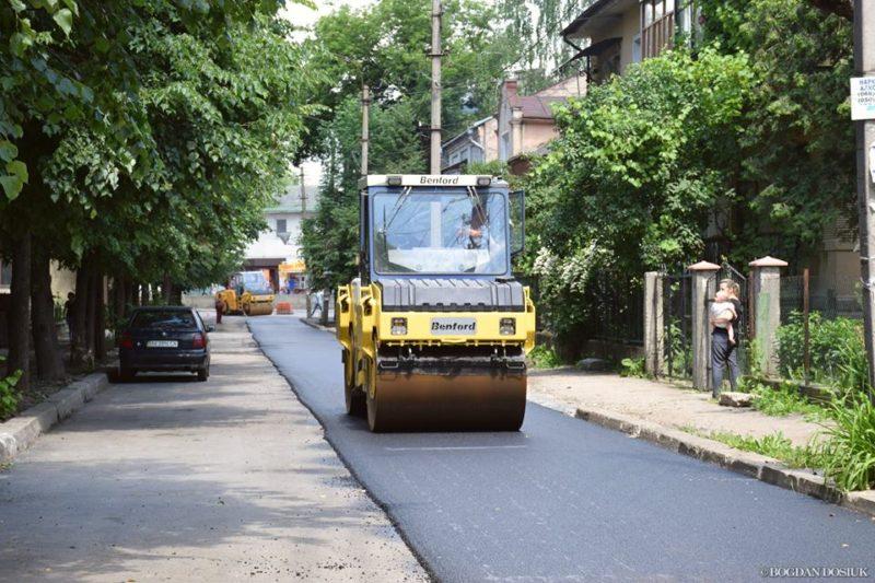 У Франківську взялися за асфальтування вулиці Марійки Підгірянки (ФОТО)