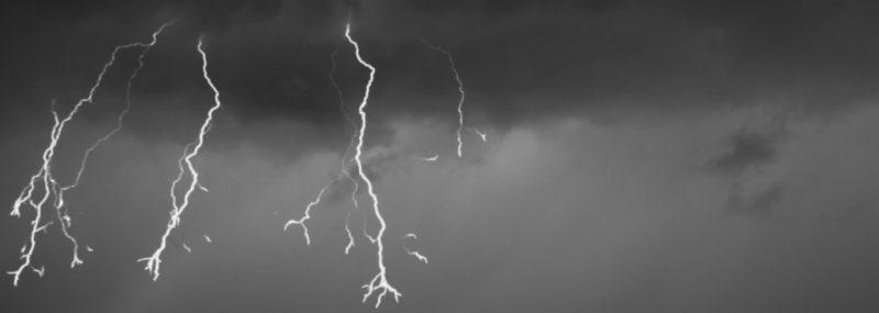 У Черкаській області блискавка вбила сім'ю