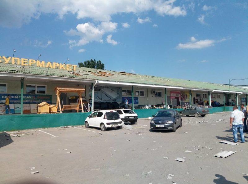 В районі вокзалу пройшовся смерч – стихія в спеку побила дахи та машини (ФОТО)