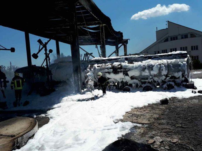 На нафтобазі під Одесою вибухнув бензовоз, є травмовані (ФОТО)