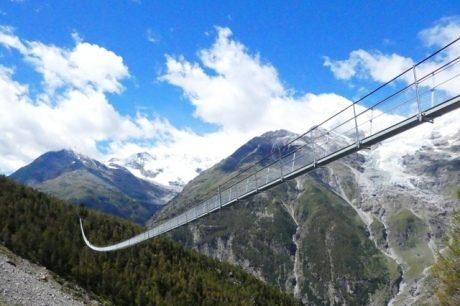 У Швейцарії відкрили найдовший у світі підвісний пішохідний міст