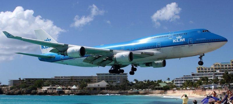 На знаменитому карибському курорті літак насмерть здув туристку (ВІДЕО)