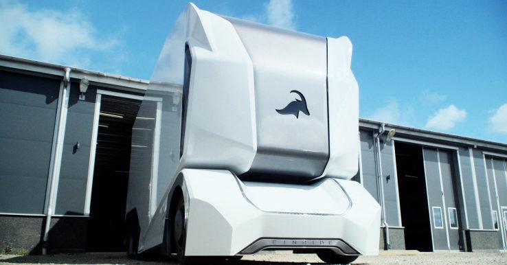 Шведські розробники створили вантажівку, яка керуватиметься дистанційно (ВІДЕО)