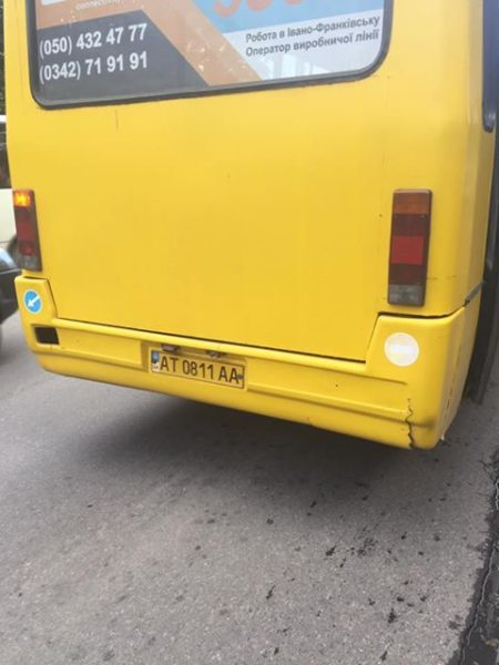 Франківка скаржиться на водія, через якого її дитина ледь не випала з маршрутки