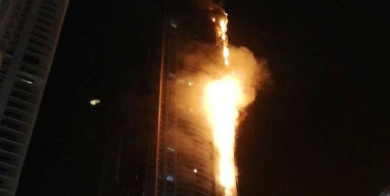 У Дубаї палає один з найвищих хмарочосів у світі