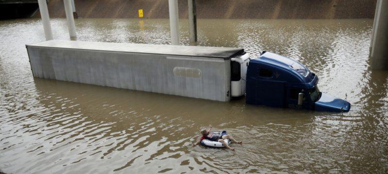 """Ураган """"Харві"""": як Х'юстон йшов під воду за три хвилини (ВІДЕО)"""