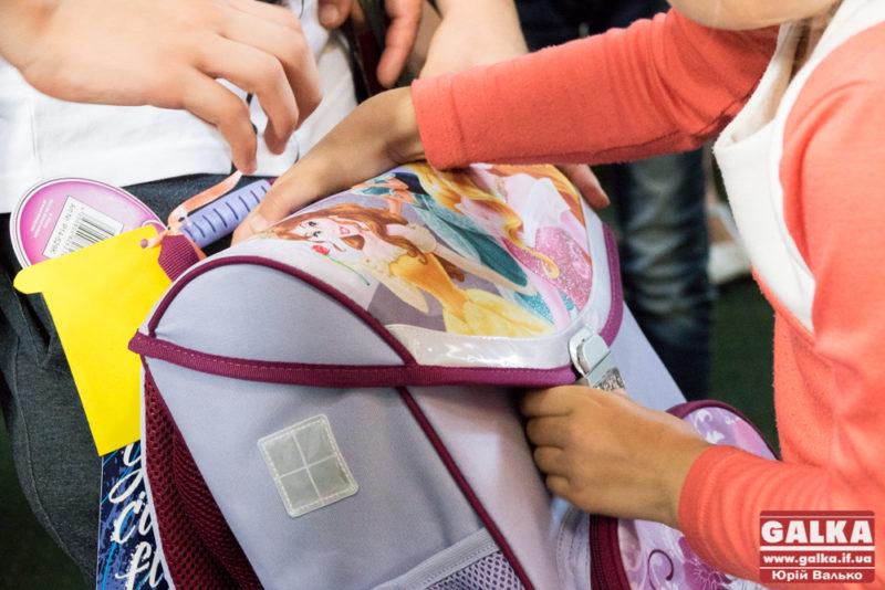 Прикарпатців закликають допомогти зібрати шкільний портфель для потребуючих діток