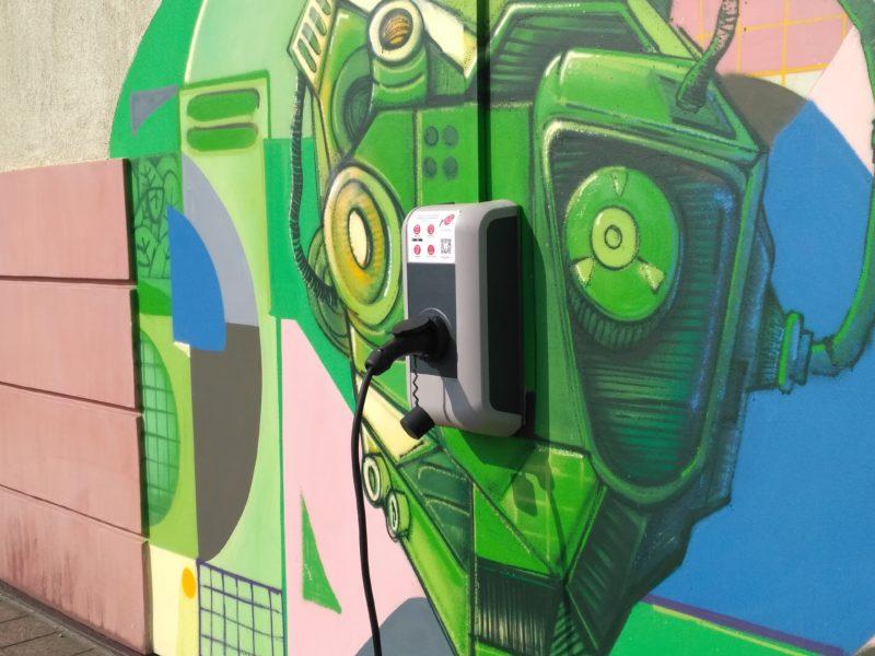 У Франківську відкрили нову зарядку для електромобілів (ФОТО)