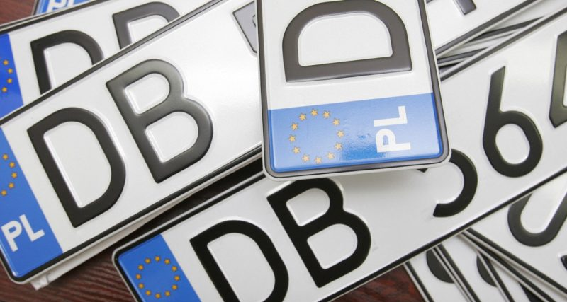 """В Україні незаконно перебувають майже 64 тисячі авто на """"бляхах"""""""
