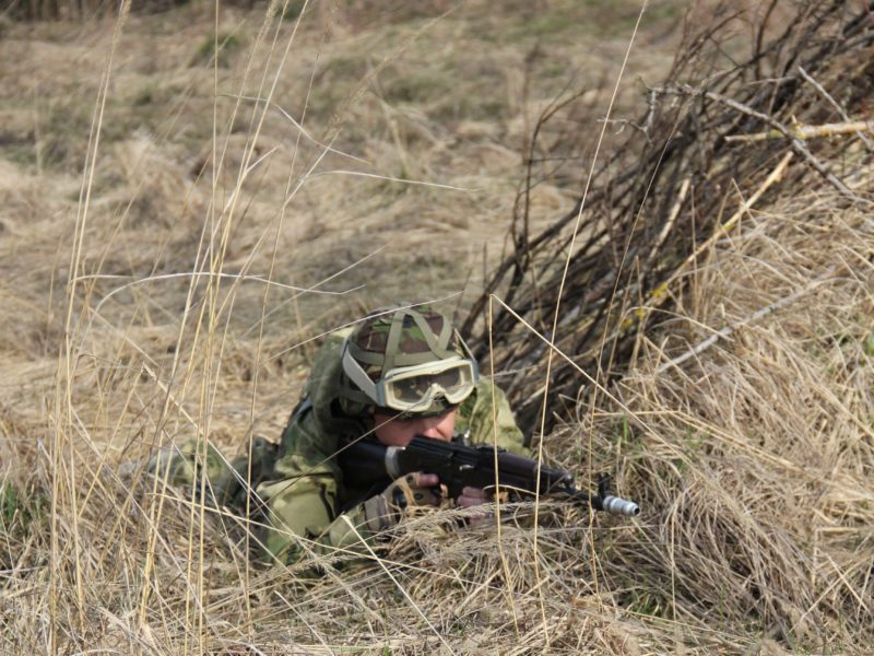 Прикарпатців просять не знімати переміщення військової техніки