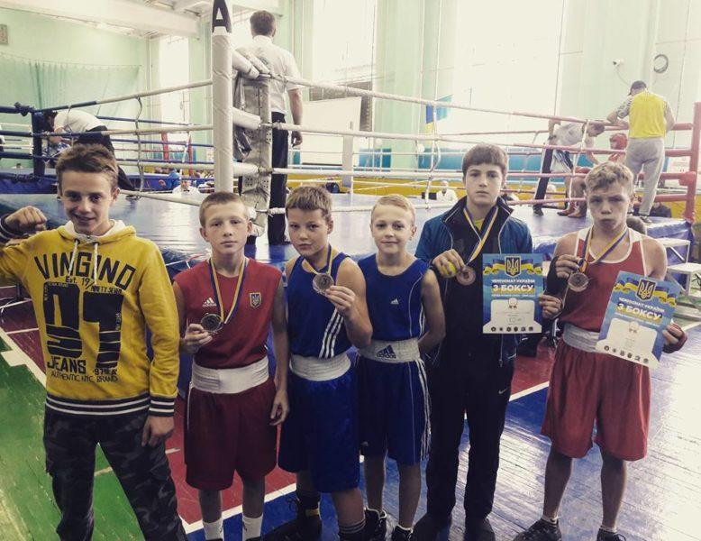 Чемпіон та ще п'ять призерів: прикарпатські юнаки успішно виступили на Чемпіонаті України з боксу (ФОТО)