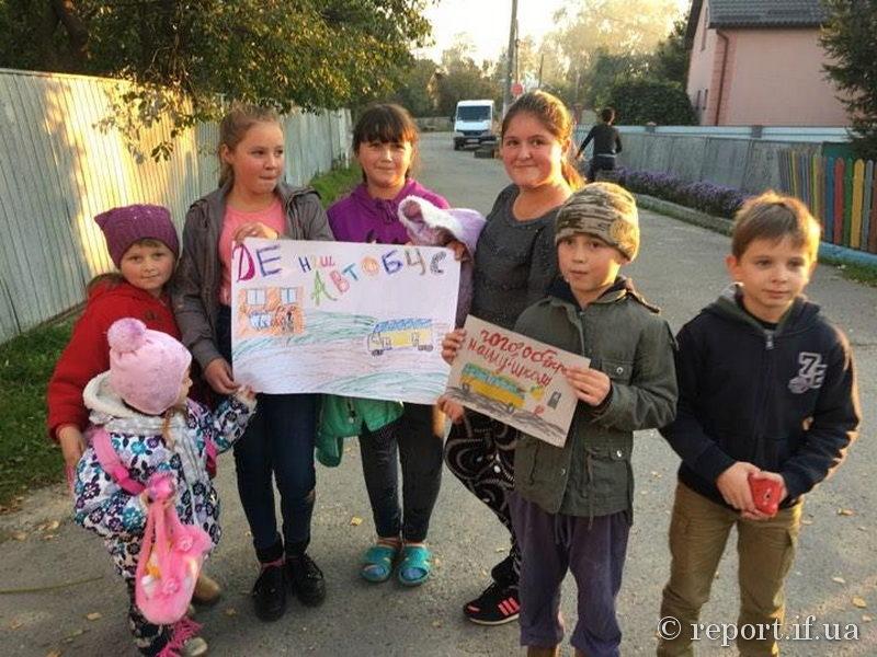 У Чукалівці обурені люди перекривали дорогу, вимагаючи стабільного автобусного маршруту (ФОТОФАКТ)