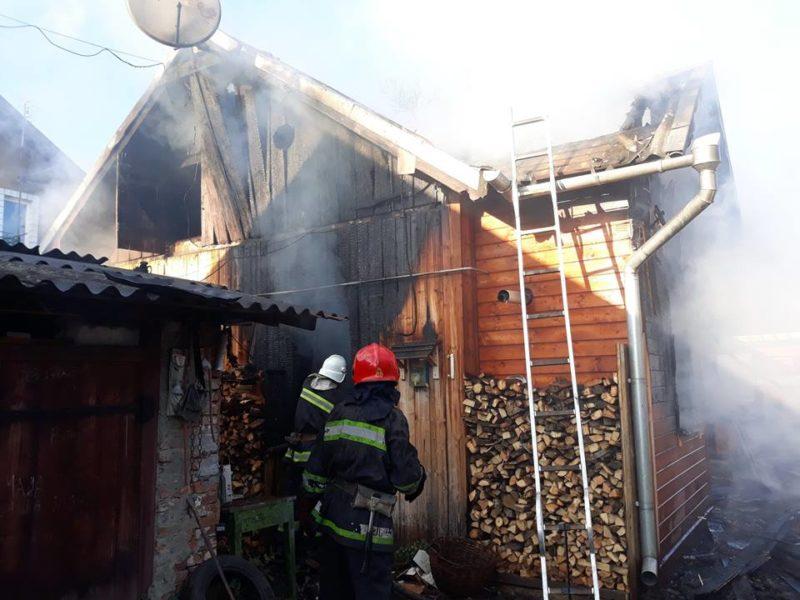 На Прикарпатті у вогні ледь не загинули четверо осіб