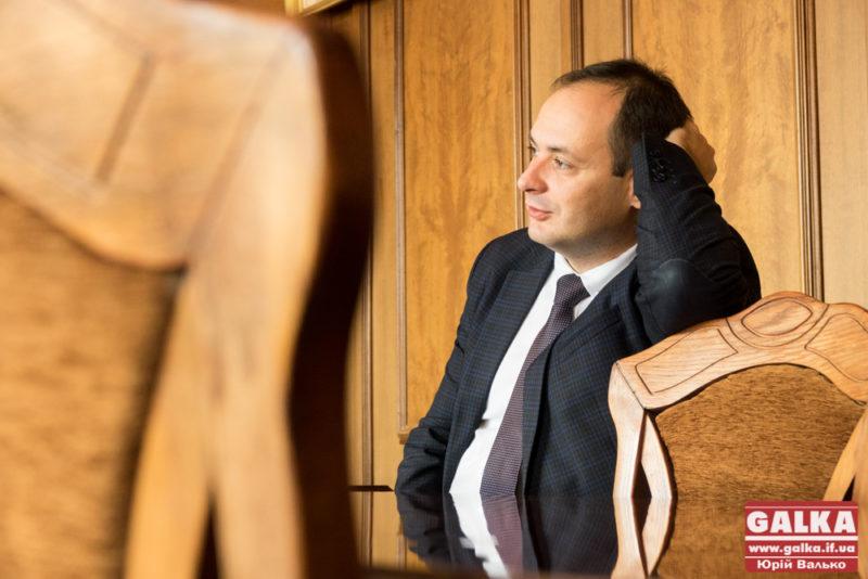 Руслан Марцінків: Чому бігати голим і співати пісень можна, а посвятити ліфт – погано?