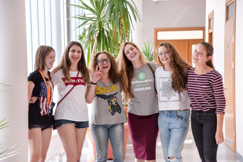 Школярок Прикарпаття запрошують до участі у міжнародному конкурсі з ІТ-підприємництва