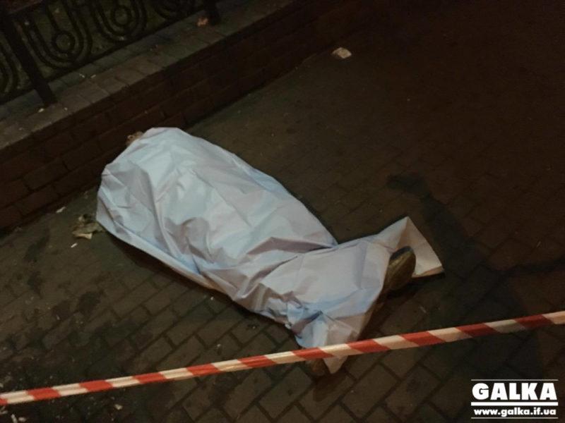 Біля франківського вокзалу виявили труп чоловіка (ФОТО)