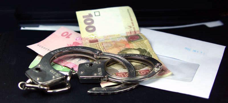 Працівників Косівського відділу поліції спіймали на хабарі