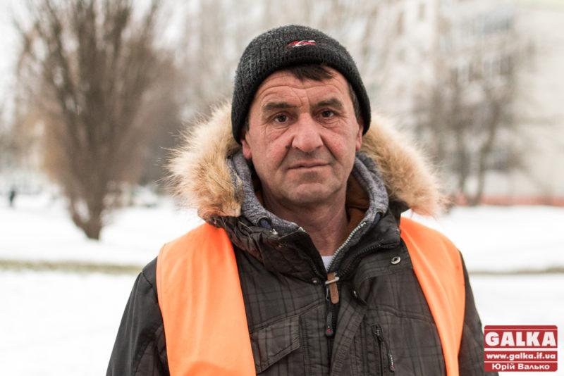 Мені просто подобається ця робота, – франківський двірник Володимир Домінський (ФОТО)