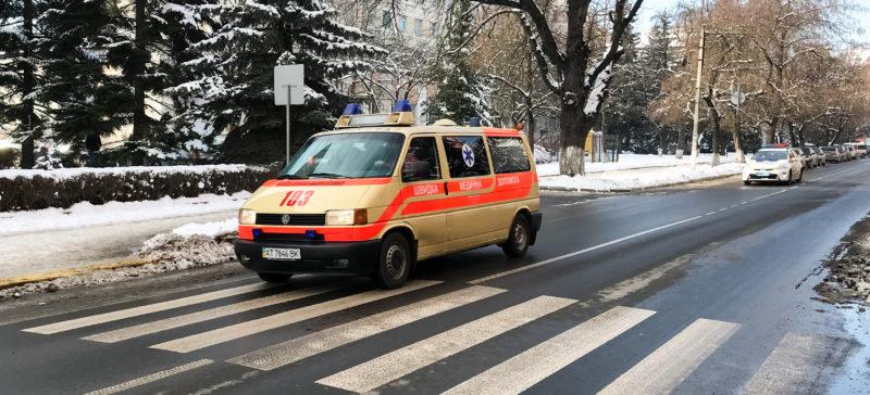 """""""Дати дорогу – врятувати життя"""": франківські поліціянти перевірили, як керманичі пропускають швидку допомогу (ВІДЕО)"""