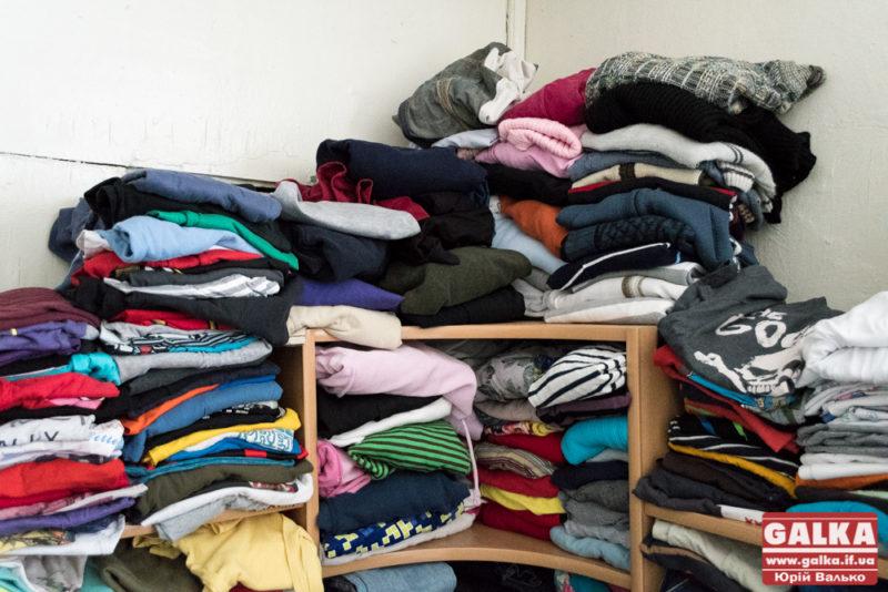 Прикарпатців просять допомогти зібрати одяг для центру одиноких престарілих людей