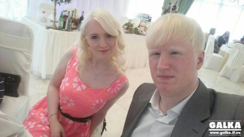 """""""Це не вада, а особливість"""". Як у Франківську живуть брат і сестра з альбінізмом (ФОТО)"""