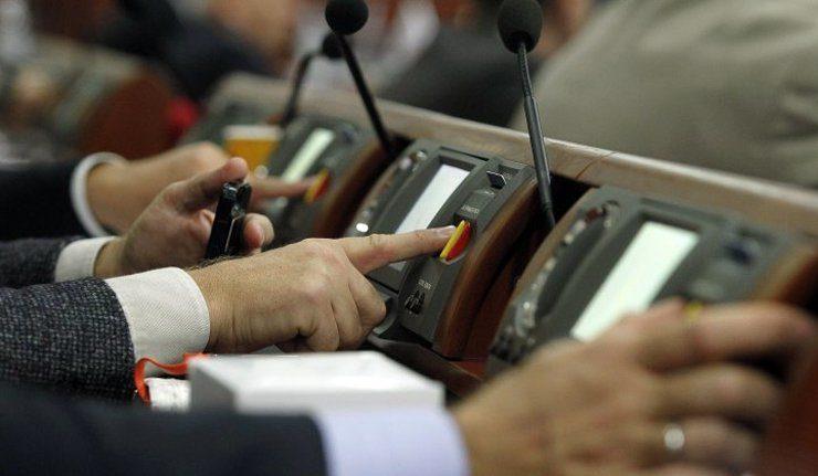 Парламент не заборонив російську мову у зовнішній рекламі. Як голосували прикарпатські нардепи