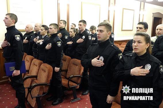 Лави поліції Івано-Франківська поповнили новобранці (ФОТО)