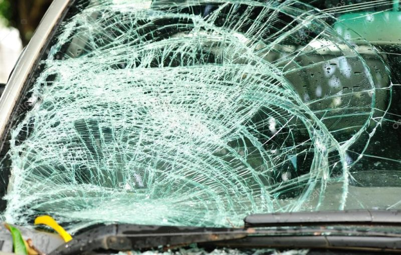 У Франківському дворі пошкодили три машини