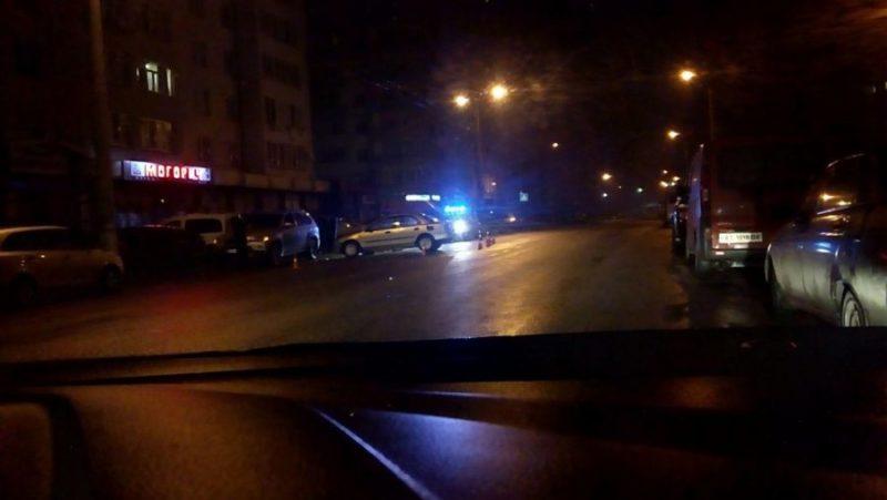 У Франківську п'яний водій врізався у припарковане авто та розбив голову