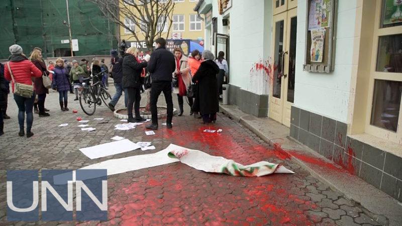 У Львові та Ужгороді напали на учасниць акцій із захисту прав жінок (ФОТО, ВІДЕО)