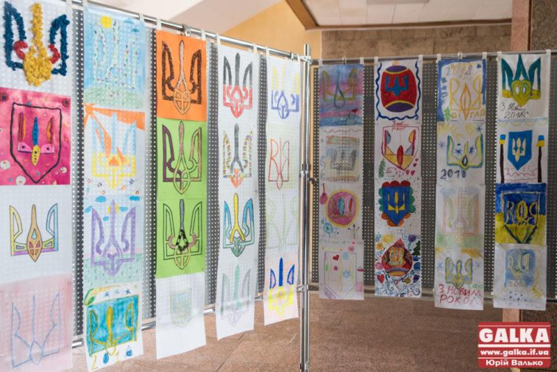 Франківські діти намалювали тисячу тризубів, які відправлять атовцям (ФОТО)