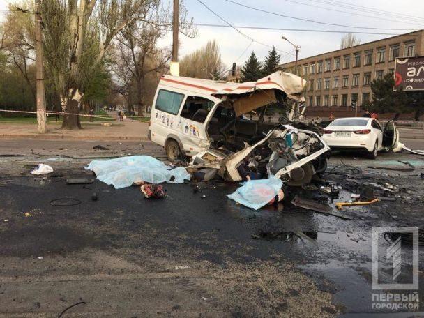 У Кривому Розі страшна ДТП з автобусом і маршруткою: восьмеро загиблих (ФОТО, ВІДЕО)
