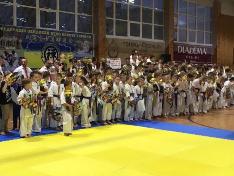 Прикарпатські каратисти здобули 28 медалей на всеукраїнських змаганнях  (ФОТО) 0b313f5fad569