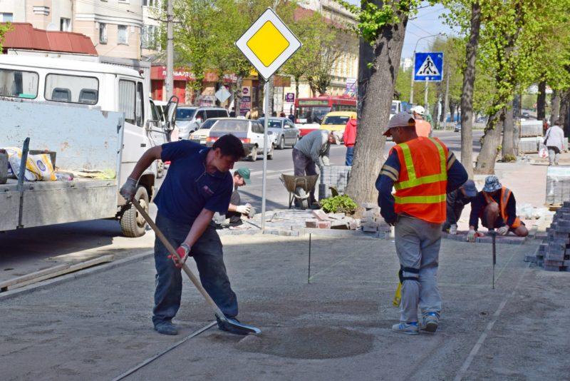 На Галицькій активізувався ремонт тротуарів (ФОТО)