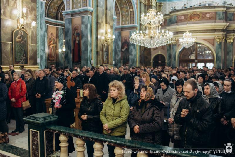 """Франківських парафіян безкоштовно возитимуть до """"духовних місць"""""""
