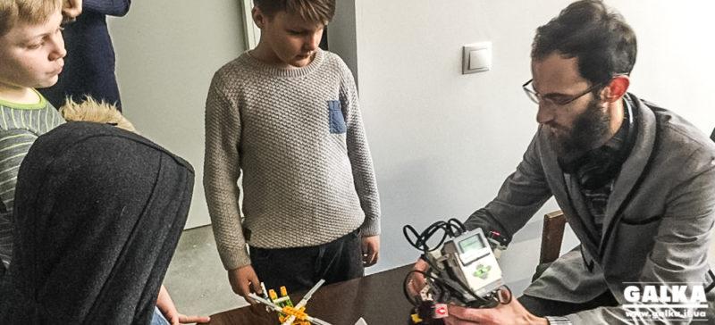 Ще шість шкіл міста будуть навчати учнів робототехніки