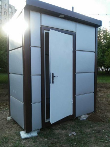 У Франківську облаштовують вбиральню для водіїв громадського транспорту (ФОТО)