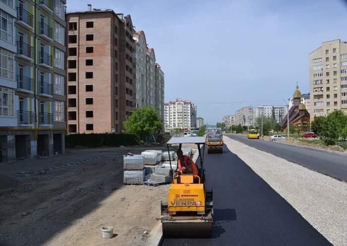 На Каскаді почали асфальтувати дорогу (ФОТО)