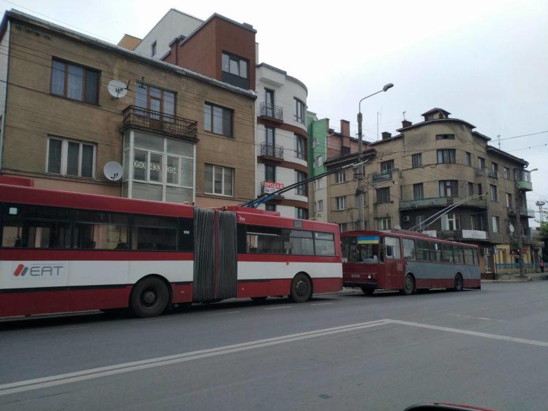 Через аварію на лінії у центрі зупинилися тролейбуси (ФОТОФАКТ)