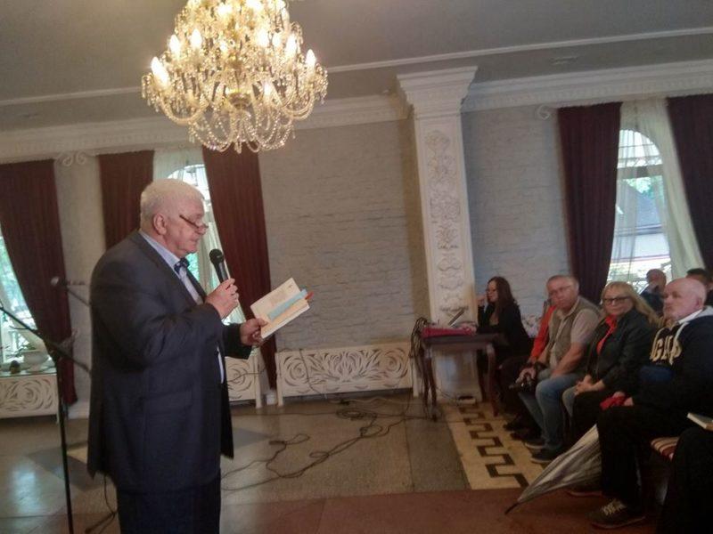 Збірку поезій відомого письменника презентували у Франківську (ФОТО)
