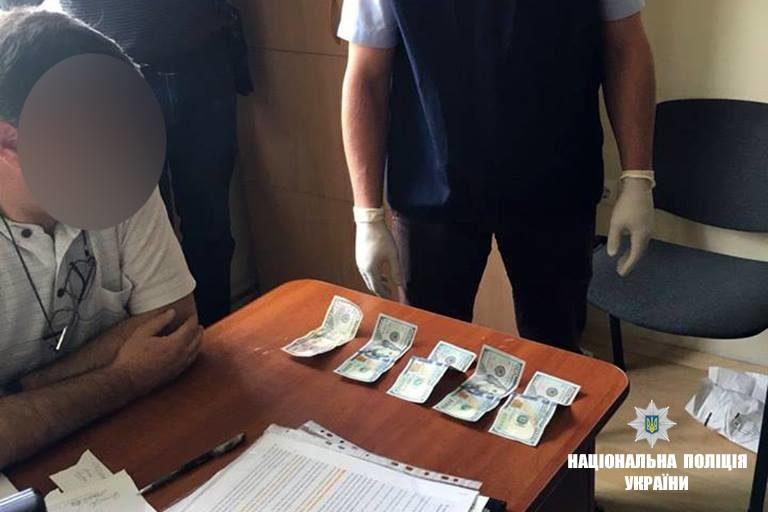 На Прикарпатті спіймали посадовця-хабарника (ФОТО)