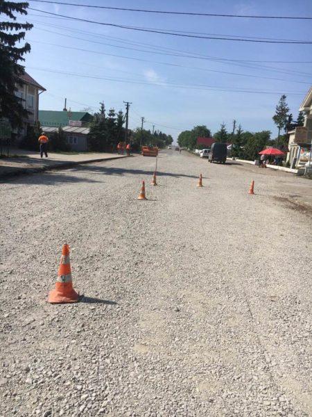У Городенківському районі ліквідовують ямковість на дорозі (ФОТО)