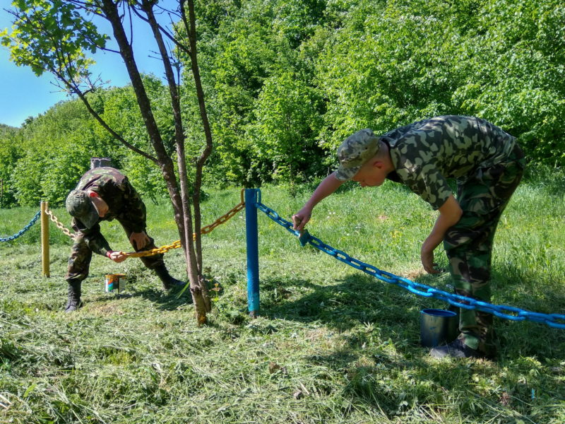 На Прикарпатті молодь провела толоку на місці стоянки сотень УПА (ФОТО)