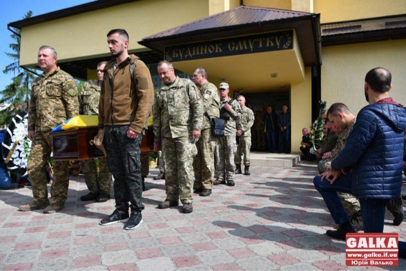 В Івано-Франківську попрощалися із бійцем, котрий загинув від кулі ворога на Сході (ФОТО)