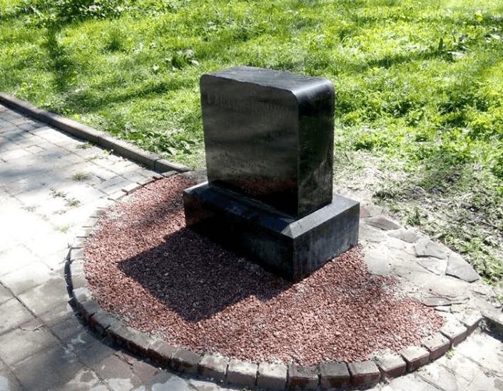 У Франківську встановили надмогильну плиту колишнього бургомістра  Станіславова (ФОТО) 486ea91313a25