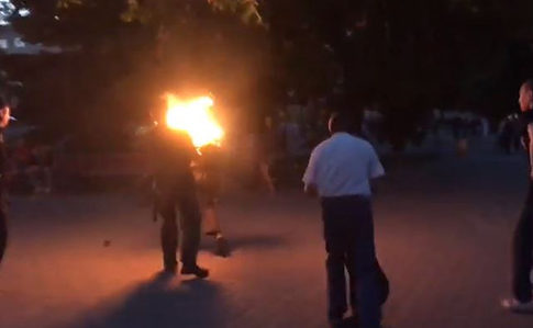 У центрі Луцька чоловік підпалив себе (ВІДЕО)