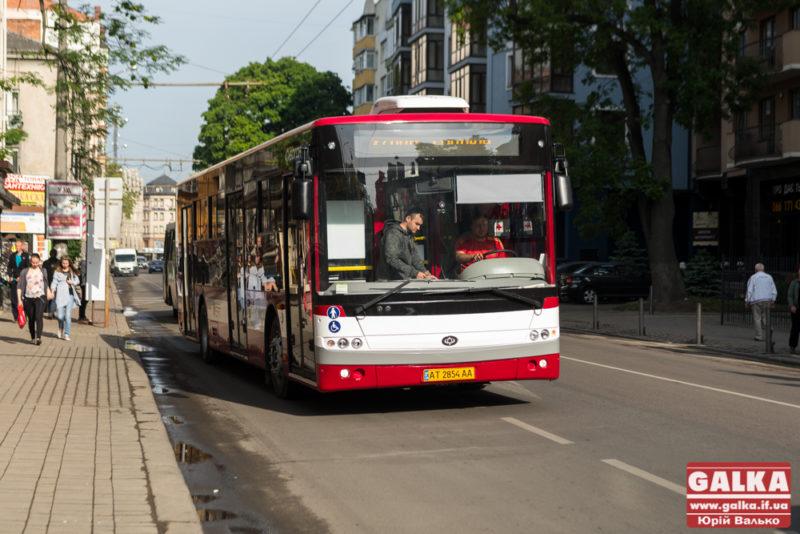 З Хоткевича запустили два нові комунальні автобуси (ВІДЕО)