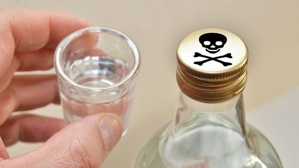 Майже сім тисяч літрів алкоголю й дві тисячі пачок цигарок: на Прикарпатті спіймали підприємця з фальсифікатом