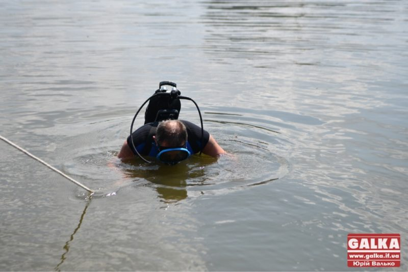 Стрибнув у воду і зник: у гірській річці на Франківщині шукають дитину