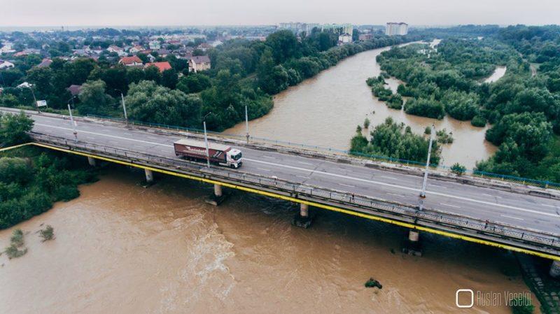 Рівень води в річках продовжить підніматися, – прикарпатські рятувальники